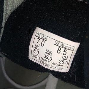 Vans Shoes - Vans men's 7.0 women's 8.5